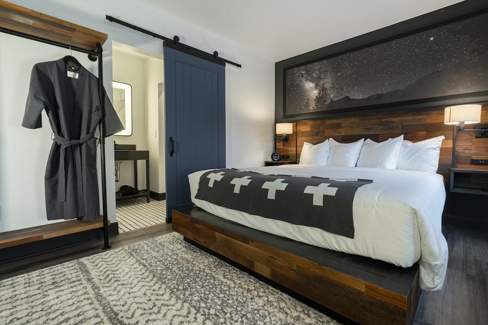 Gravity Haus Hotel Breckenridge - The Alpinist Room - Bed Photo - 1